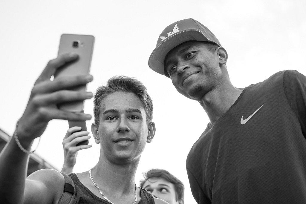 Mutaz Essa Barshim selfie with fans