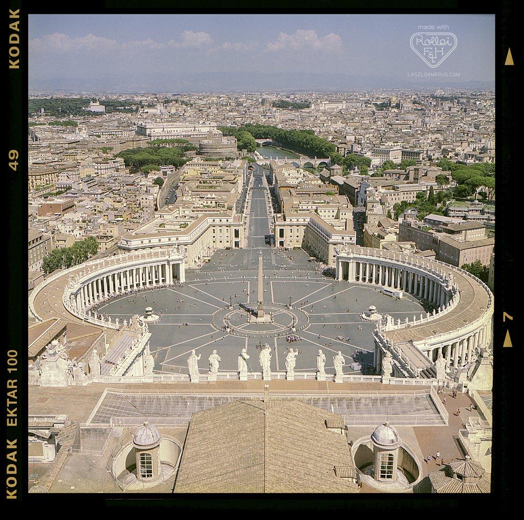 Fotozas-Rolleiflex-el-A-Szent-Peter-Bazilika-Romaban.jpg